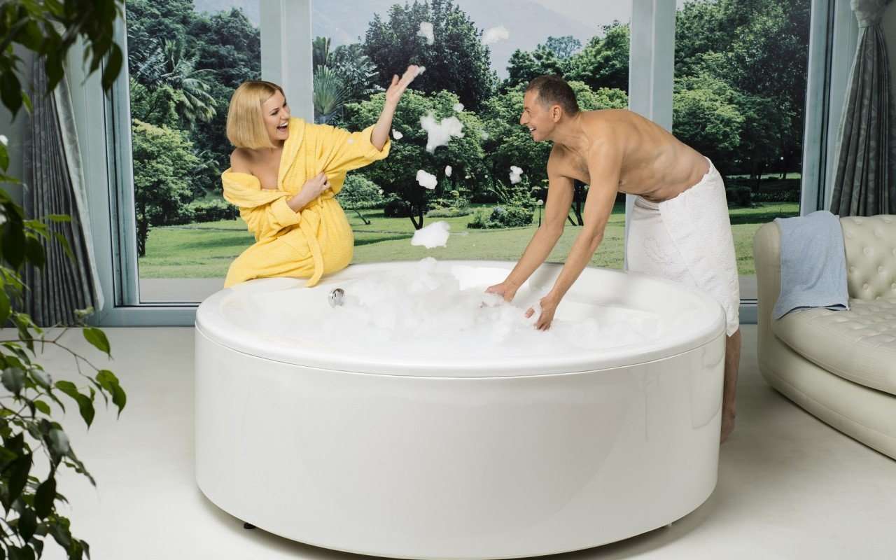 Allegra Round Freestanding Bathtub 2
