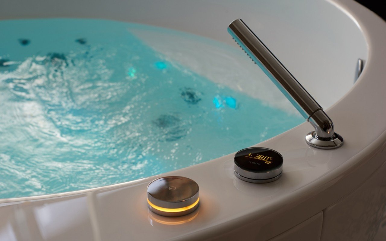 Aquatica Multiplex E Electronic Bath filler with thermostatic valve and hand shower (4)