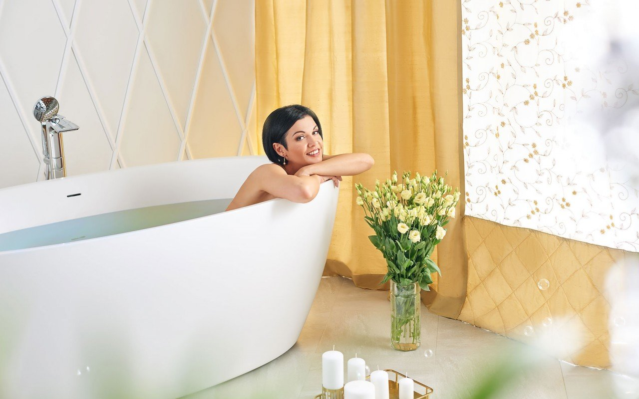 Sensuality wht freestanding oval solid surface bathtub by Aquatica 06 04 16––16 05 00 WEB