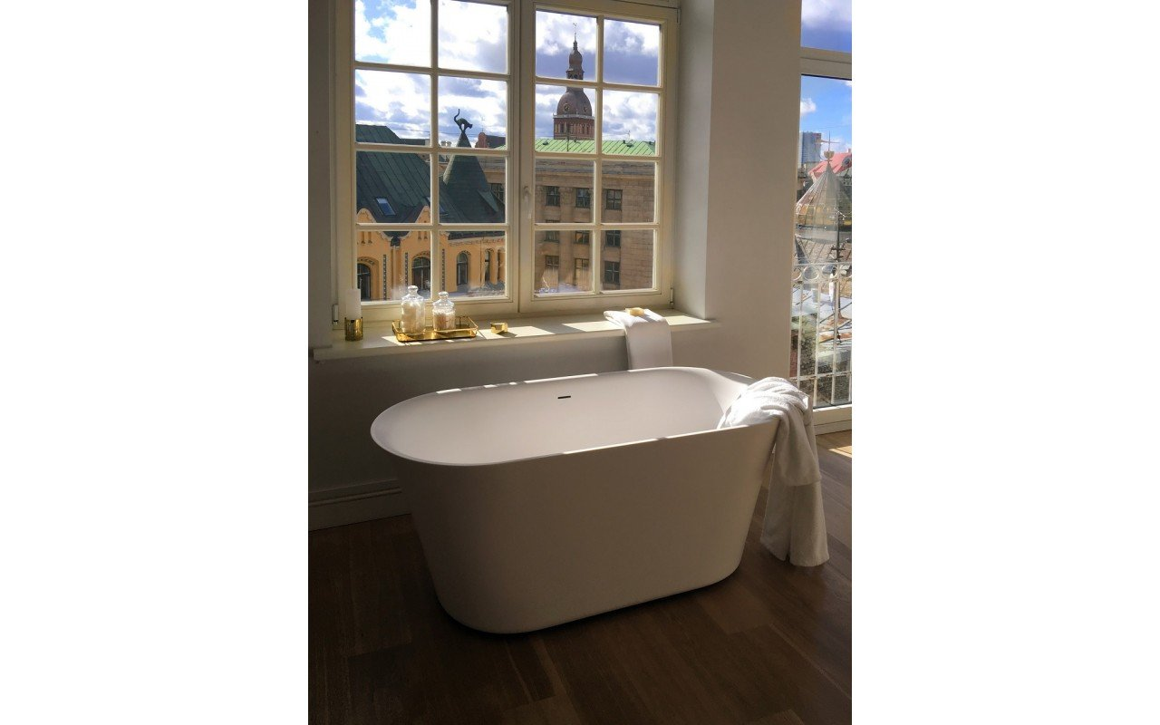 Tulip Wht Freestanding Slipper Solid Surface Bathtub by Aquatica web 20160318 133857