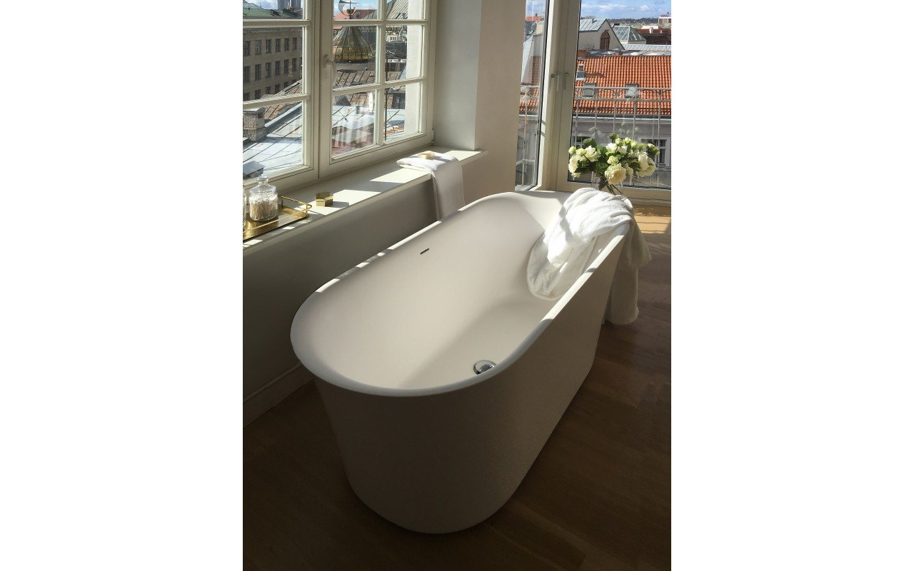 Tulip Wht Freestanding Solid Surface Bathtub iphone (2)
