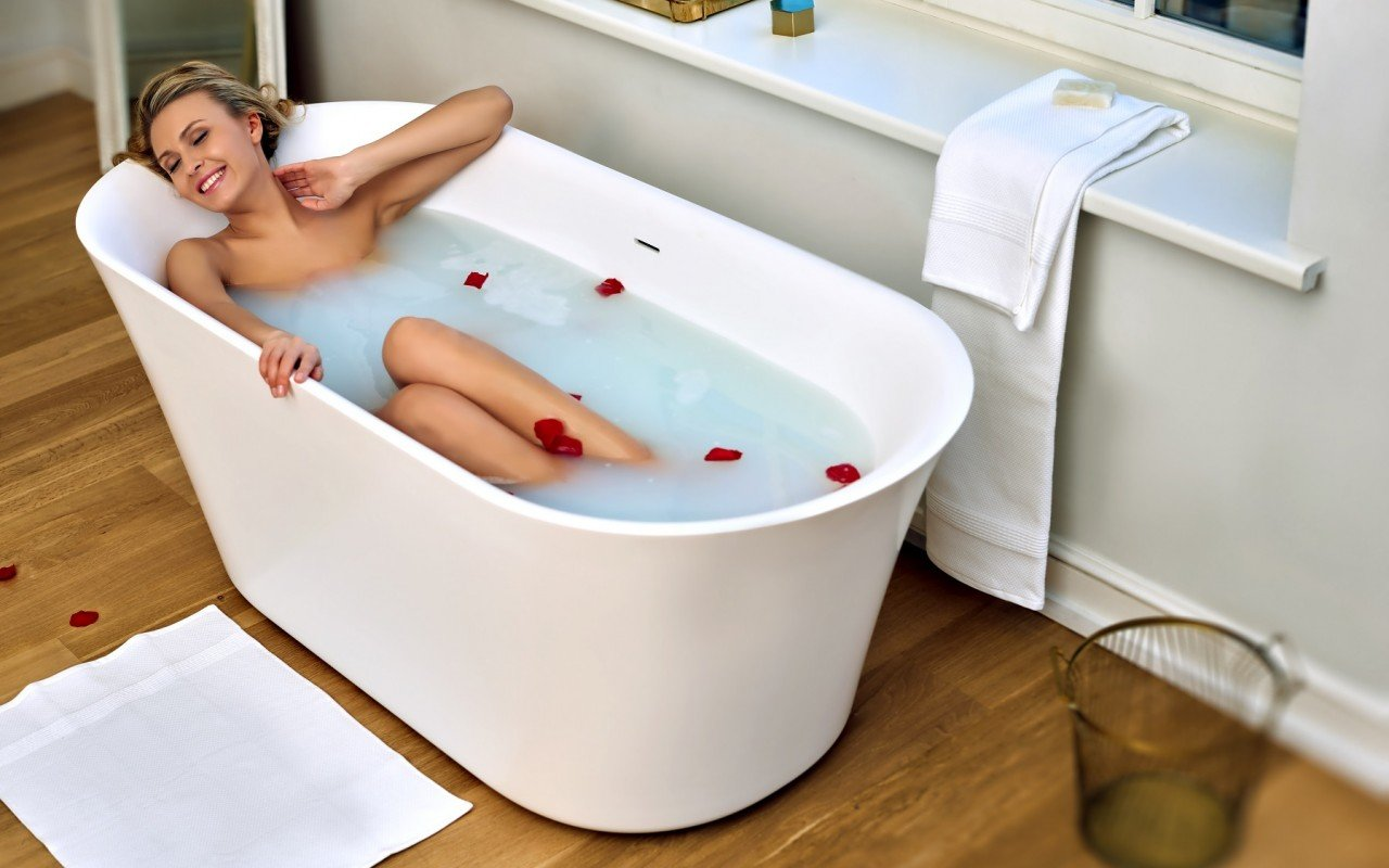 Tulip Wht Freestanding Solid Surface Bathtub web (1)
